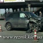 В Киеве на Столичном шоссе ДТП с участием Acura MDX и газовоза